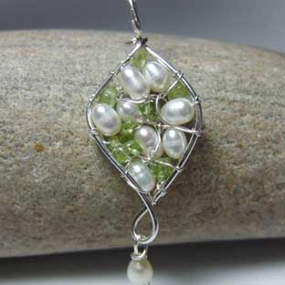 pearl and peridot jewellery set