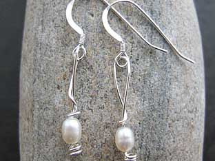 pearl bridesmaids earrings