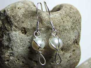brides pearl earrings
